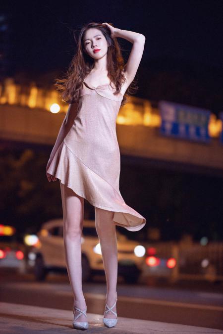 RF85 1.2DS拍摄夜色下的美女图